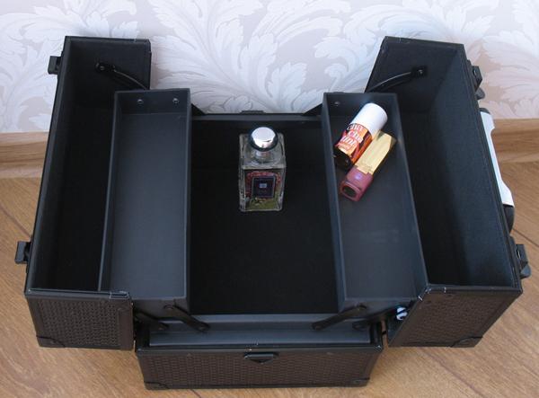 Металлический кейс для хранения средств макияжа TRAIN CASE XL размер...