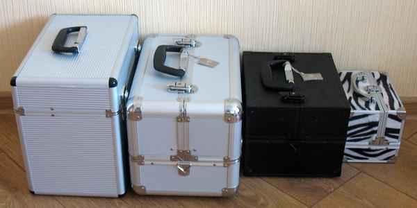 ...найти бьюти кейс- ящик под косметику как на фото есть такие же только...