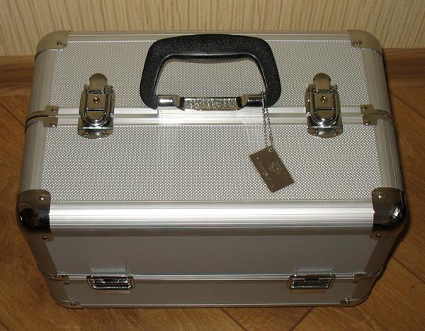 Металлические чемоданы для косметики