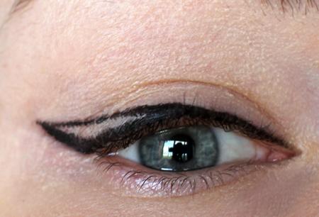 кошачьи стрелки на глазах пошаговое фото