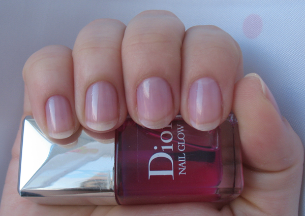 Розовые глянцевые ногти