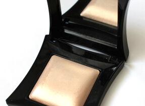 Хайлайтер Illamasqua Beyond Powder в оттенке OMG – отзыв и макияж