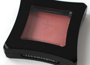 Illamasqua Cream Blusher в оттенке Lies – румяна, которые не румянят