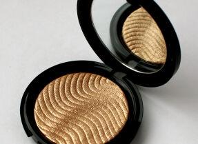Хайлайтер Make Up For Ever Pro Light Fusion – отзыв, свотчи и макияж