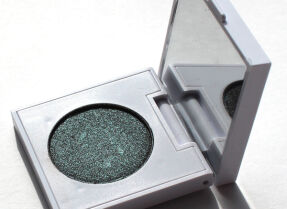 Тени ColourPop Pressed Powder Shadow в оттенке Wishful Winking — волшебный хамелеон